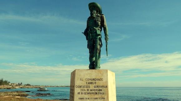 Estatua de Camilo Cienfuegos en Gibara, Holguín. Foto: Ernesto González Velázquez / Cubadebate