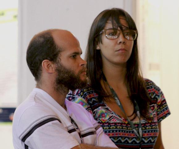 Reynaldo Lastre, Jefe de redacción y Camila Cabrera, editora, integrantes del joven equipo de Enfoco. Foto: Paola/Cubadebate.