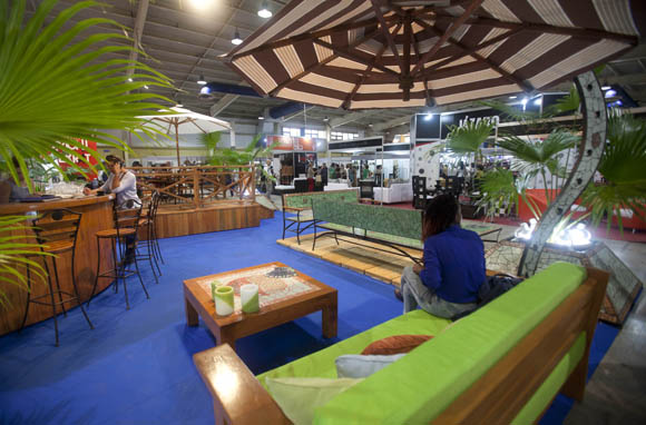 Una amplia gama de posibilidades ofrece FIART 2015, cuyos productos ocupan cuatro salas de Pabexpo. Foto: Ismael Francisco/Cubadebate.