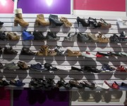 La industria cubana del calzado tiene el reto de abastecer el mercado nacional y trazarse alianzas estratégicas con las nuevas formas de trabajo no estatal. Foto: Ismael Francisco/Cubadebate.
