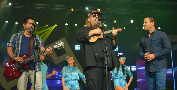 Frank Delgado y Buena fe en la gala de premiaciones Lucas 2015. Foto: Marianela Dufflar/ Cubadebate.