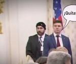 Los internautas relacionaron de inmediato el peculiar despiste del agente de seguridad con el manido término de la 'frías relaciones' entre Rusia y EE.UU.
