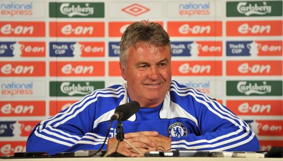 Hiddink ya dirigió al Chelsea en 2009. Foto: AP.