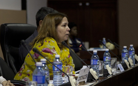 Rosa Miriam Elizalde, editora del sitio Cubadebate realizó un bosquejo de las condiciones en las que se desarrolla la comunicación pública en el país. Foto: Ismael Francisco/ Cubadebate.