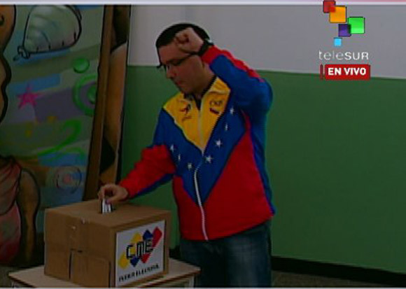Jorge Arreaza vota.