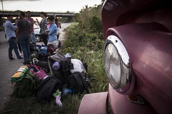 Poco a poco  los jóvenes excursionistas se agruparon en la autopista hasta llegar a 110 participantes.