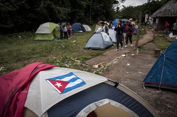 El campamento en la base de la montaña, remanso para el descanso y la socialización entre los jóvenes.