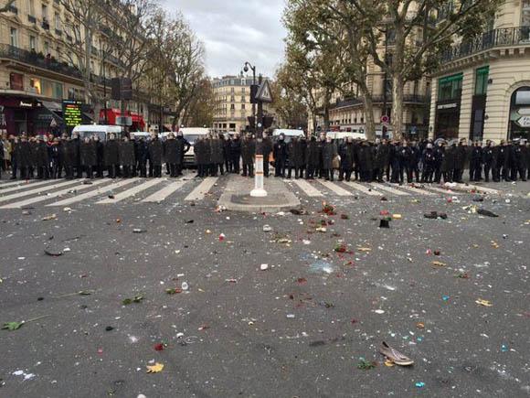Mil 500 policías se prepararon para reprimir la manifestación pacífica de los franceses por Conferencia del Cambio Climático. Foto: Sergio Rodrigo/Telesur.