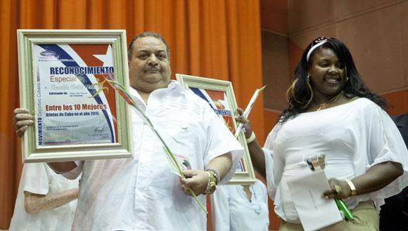 Idalis ortiz y su entrenador Ronaldo Veitía, entre los mejores del año. Foto: Ismael Francisco/Cubadebate.