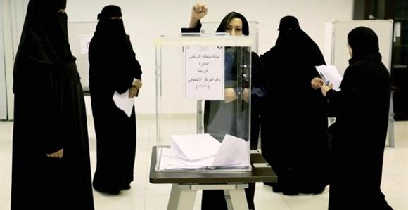 Mujeres saudíes emitieron su voto en un colegio electoral en las elecciones municipales del Kigdom , en Riad, Arabia Saudita. EFE