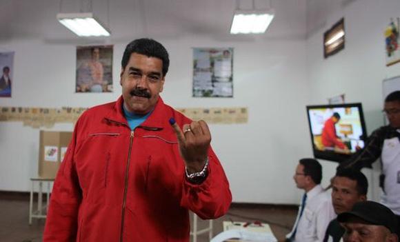 Nicolás Maduro ejerció su derecho al voto.
