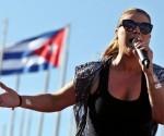 La cantante puertorriqueña Olga Tañón cumplió hoy la promesa hecha a sus seguidores cubanos al ofrecer un multitudinario concierto frente al malecón de La Habana.