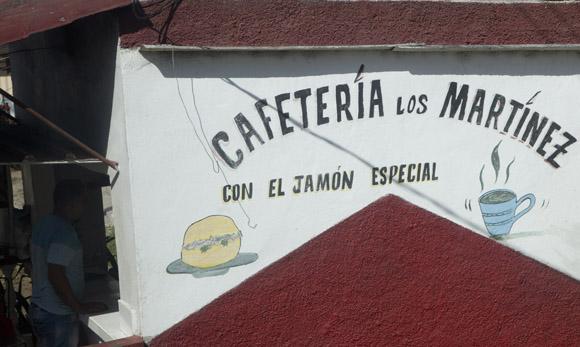 En unos seis kilómetros te puedes encontrar un gran número de paladares. Foto: Ismael Francisco/ Cubadebate.