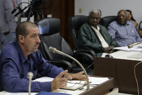 Fredy Luis Sanche diputado por Cienfuegos, intervine en la comision de Atencion a la Juventud, la niñez y la igualdad de derechos de la Mujer. Foto: Ismael Francisco/Cubadebate.
