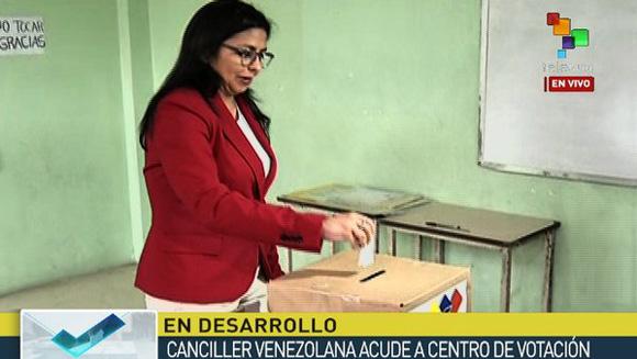 Cilia Flores ejerce su derecho al voto en las elecciones parlamentarias de Venezuela 6D.