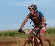 El cubano Álvaro Soca recorre la primera etapa La Habana-Las Terrazas durante Titán Tropic Cuba. Foto: Calixto N Llanes.