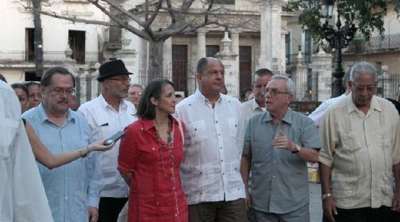 Solis recorre el centro histórico de Habana Vieja, acompañado del historiador de la ciudad, Eusebio Leal