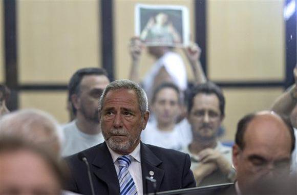 Ricardo Jaime, ex funcionario argentino en juicio por accidente de trenes de 2012 en Argentina. Foto: Natacha Pisarenko/AP.