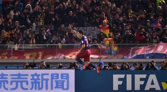 Luis Suárez celebra su primer gol frente a River. Foto: Kazuhiro Nogi / AFP.