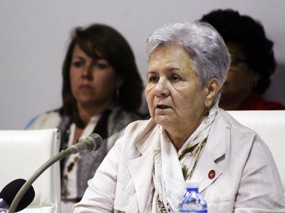 Gladys Bejerano, contralora general de la República, expone en la Comsiión de Asuntos Jurídicos y Constitucionales. Foto: José Raúl Concepción/Cubadebate.