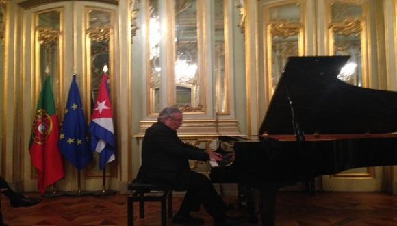 """""""Vitier es un músico que para nosotros los cubanos, no necesita presentación"""". Foto: Embajada de Cuba en Portugal."""