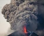 Volcán Momotombo en Nicaragua entra en erupción tras 110 años de inactividad. Foto: AP.