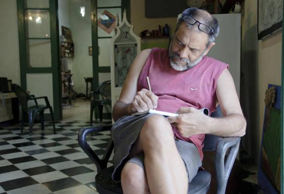 Ángel Ramírez resalta en sus obras la figura del hombre y sus procesos sociales.  Foto: Ladyrene Pérez/ Cubadebate.