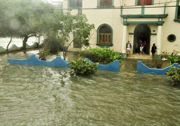 Las aguas a 1 metro del suelo. Foto. Roberto Garaicoa Martínez