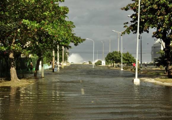 Calle Paseo. Foto. Roberto Garaicoa Martínez.cubadebate