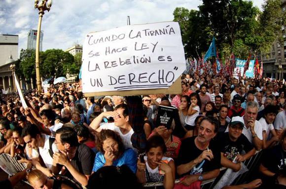 Argentina-Marcha-Victor Hugo