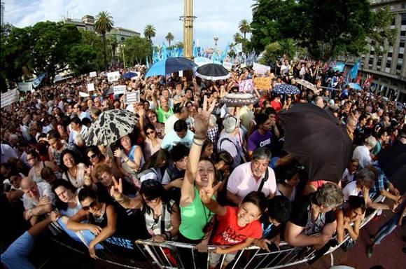 Argentina-Marcha-Victor Hugo1
