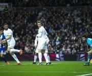 Benzema anotó el primer gol de taquito. Estaba en posición correcta. Foto: AFP.