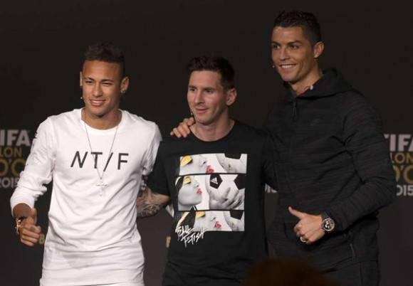 Los finalistas al Balón de Oro a su llegada a la conferencia de prensa. Foto: @diarioas.