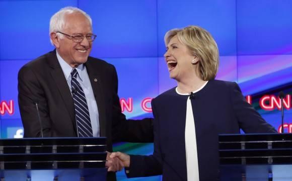 Bernie Sanders y Hillary Clinton en CNN. Foto tomada de www.businessinsider.com
