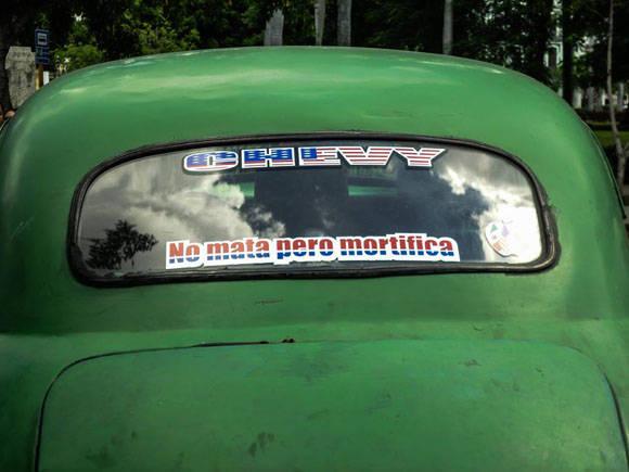 Los pasajeros suelen sentirse incómodos e inseguros en este tipo de taxis. Foto: Fernando Medina/Cubahora.