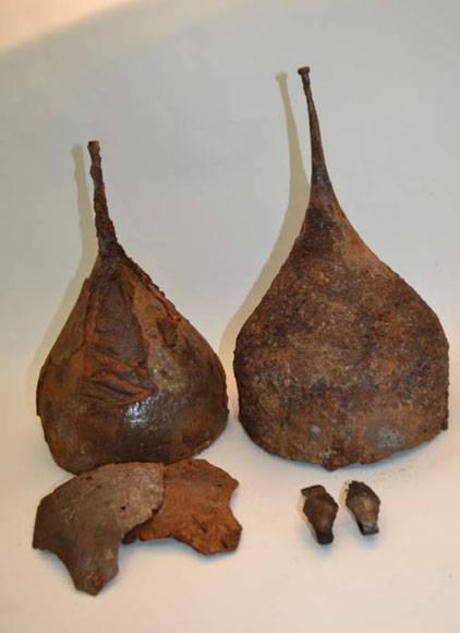 El arqueólogo que dirige las excavaciones considera a estos cascos en punta uno de los hallazgos más destacados (Phys.org)