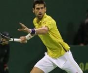Djokovic intenta llegar a una pelota AFP