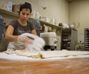 La panadera Dolores Ríos, en Iowa. Foto: AFP