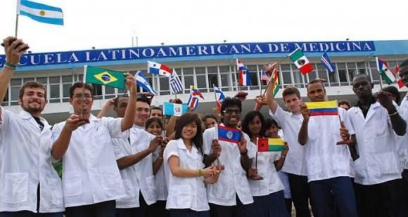 La ELAM gradúa a centenares de médicos de todas partes del mundo cada año. Foto: Archivo.