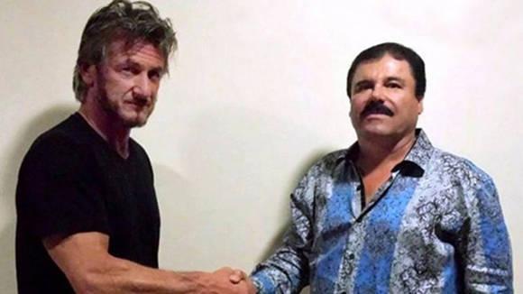"""El autor y el entonces prófugo """"El Chapo"""" Guzmán, el 2 de octubre. La foto fue tomada con fines de verificación. Después de una larga cena y conversación, """"El Chapo"""" concedió la petición de Penn para una entrevista formal. Cortesía de Sean Penn"""