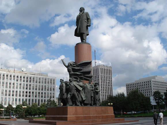 Estatuas de Lenin en la plaza Kaluzhskaya