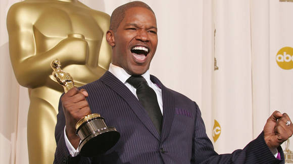 Foxx al recibir su Oscar.