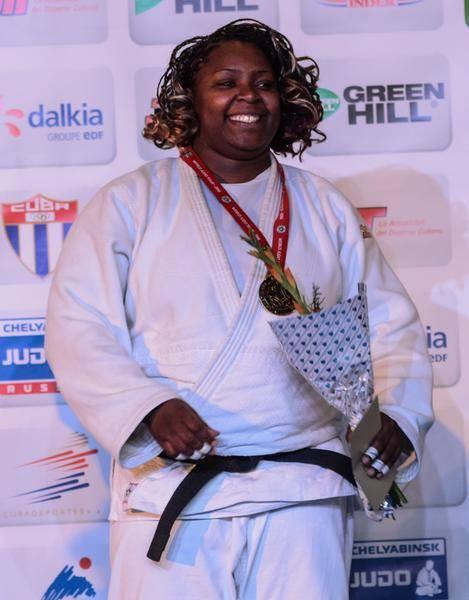 La cubana Idalys Ortiz, gano la medalla de oro al vencer en la final a la francesa Lucie Louette, en la división de +78 Kg, en el Grand Prix de Judo, que se celebra en el Coliseo de la Ciudad Deportiva, en La Habana, el 24 de enero de 2016.  Foto: Marcelino Vázquez / ACN