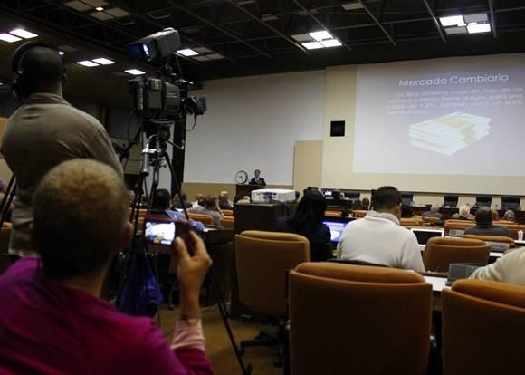 Diversos medios acudieron para cubrir la conferencia magistral. Foto: José Raúl Concepción/Cubadebate.
