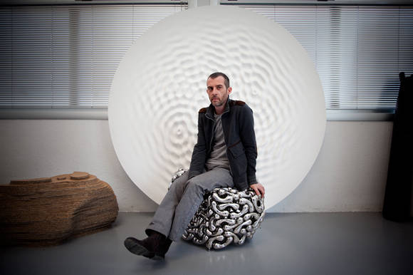 Loris Cecchini, otro de los artistas italianos en la inauguración. Foto cortesía de Portraits.