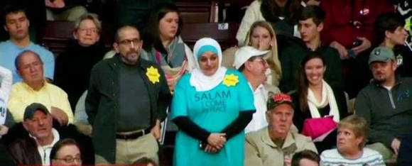 Musulmana Trump expulsada