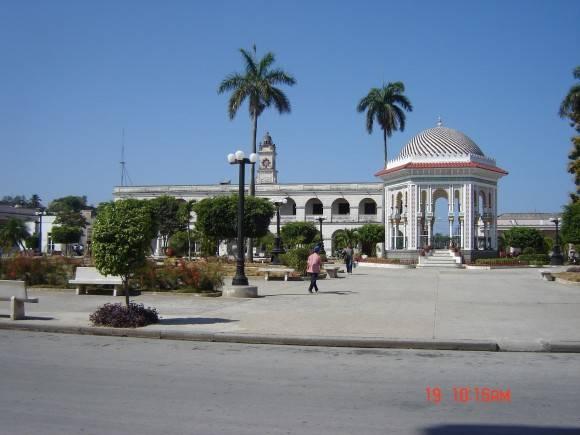 Parque Cespedes la ciudad donde vivo Manzanillo, Granma. Donde aparece el orgullo de cada manzanillero, La Glorieta. Foto Marilahin Licea Matamoros / Cubadebate