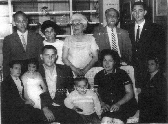 Pedrito y su familia del Corojo.