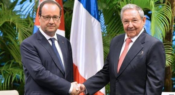 El pasado año, Raúl recibió a Hollande en La Habana. Foto: Ismael Francisco/Cubadebate.