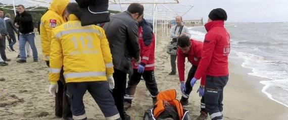 Uno de los cuerpos que ha aparecido sin vida en las costas de Turquía | EFE